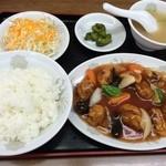 中華料理翔龍 - 料理写真:酢豚定食(800円)