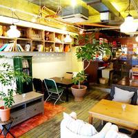 アリーカフェ - ソファー席中心の店内。ゆっくりできます。
