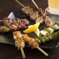 ジューシーな肉質とコクのある旨みがクセになる希少価値の高い純和鶏を使用した『純和鶏串焼き』