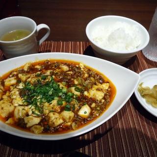 四川DINING 王冠 - 料理写真:「王冠特製麻婆豆腐」(ランチメニュー)1,080円也。税込。
