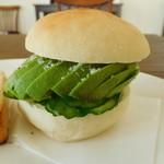 ビーガンカフェうたたね - 料理写真:アボガドバーガー