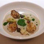 レフェルヴェソンス - 鱈の白子のポワレ、マッシュルームと春菊のスープ、加賀蓮根、むかご、かぼす