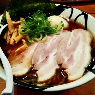 凌駕IDEA - 料理写真:「特製煮干醤油ラーメン」¥1,030(税込)