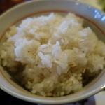 牛たん五徳 - ご飯は普通のごはんか麦ごはんを選べます。