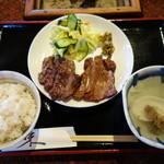 牛たん五徳 - 牛タン定食。1200円(税別)。とろろも欲しいところだ。