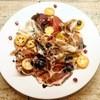 ペペロッソ - ドリンク写真:生ハムの盛り合わせ 季節のフルーツとのサラダ仕立て
