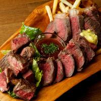 福島駅近くの路地裏肉バル!おいしいワインと名物肉料理が魅力♪