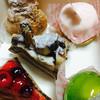 モルトクオーレ - 料理写真:ケーキ各種   美味しそうには見えるけど…(≧∇≦)