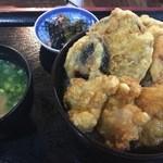 天望館 - とり天丼。野菜の天ぷらと豚汁もついて野菜もたっぷり。