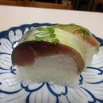 50967975 - 鯖寿司(肉厚)