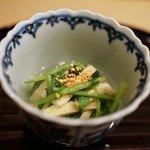 50970395 - 壬生菜と油揚げの温かいおひたし