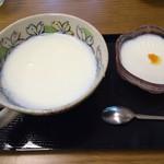ミルクキッチン 燦燦 - 牧場ランチセットの牛乳プリンと牛乳