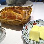 レストラン ペルージュ - パン