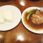 翡翠楼 - 豚バラ肉の角煮と花巻