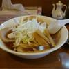 手打ちらーめんはやぶさ - 料理写真:チャーシュー麺。醤油。白ネギ。