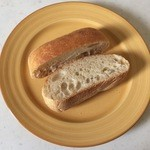 ブーランジュリー・マルゼルブ - チャバタ、バージルオイルを使用したパン、180円です。