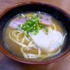 うちなーすばヤージ小 - 料理写真:沖縄そば(500円)