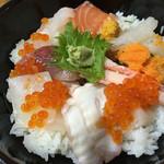 おけしょう鮮魚の海中苑 - 料理写真:海鮮丼 海 ¥1940