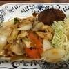 中華・餃子の元帥  - 料理写真:とりむね肉の甘辛炒め、メンチカツ