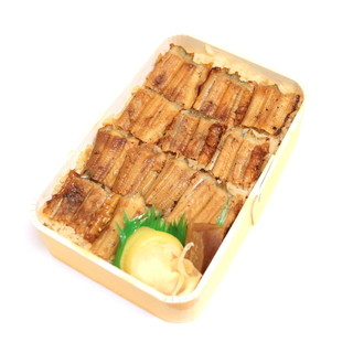 うえの - 料理写真:穴子飯弁当 レギュラーサイズ (1944円) '16 4月上旬
