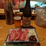 山羊料理さかえ - 山羊さしを肴にビールを飲む