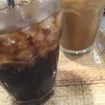 J.S. BURGERS CAFE - セットドリンク。コーラとアイスコーヒーをチョイス。