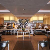 華やかでモダンなスペースが広がるアクティブな食の世界