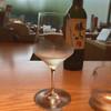 はせがわ酒店 - ドリンク写真:飲みかけの図。初手はえっ? というほどたっぷり、たぶん120ccくらい注いでくれた。