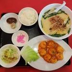 中華料理 長楽園 - 料理写真:Bランチ 880円+ 麺 大盛 150円 = 1,030円(税込) 。