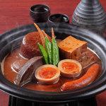 くろべ - くろべこだわりの熟成八丁味噌「にごりおでん」。ぜひ味わってほしい一品です。