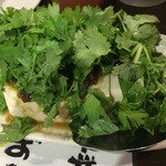 アジアンフード&バー バグース - こぼれピータン豆腐