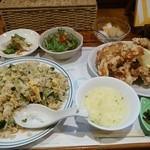 トンプウ(東風) - 料理写真:野沢菜シラスチャ-ハン 桜鶏のからあげ1000円