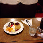 名曲・珈琲 麦 - 来やした♫ 来やした♫ 一応4人掛けテーブル