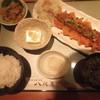 八兆屋 野々市矢作店 - 料理写真:私の食べた、日替わりランチ。豚ロースかつが、メインです。