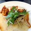 レンガ屋 - 料理写真:日替わりランチ鶏の唐揚げとサーモンのグリエ910円