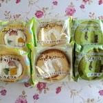 シャトレーゼ - 料理写真:ふんわりロール抹茶129円、トライフル172円、プレーン108円です。