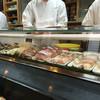 都寿司 - 料理写真:つけ場のガラスケースには下拵えしたネタがぎっしり詰まっている