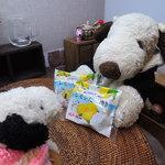 亀井製菓 - ちびつぬぅ、 お友だちからこんなお菓子を頂いたよ 今、瀬戸内産レモンを使った商品が 流行ってるじゃな~い。