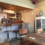 roti cafe - 店内