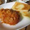 ウエスト ヴィラージュ - 料理写真:カレーパンとトースト。