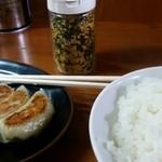 51243085 - 餃子350円、ライス150円
