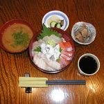 花生歩 市原 - お昼の海鮮丼