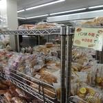 たけや製パン - このラックのパンはどれでも6個で388円!