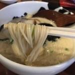ばっこ志 - とんこつら~めん(700円)麺リフト