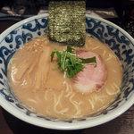 九段 斑鳩 - らー麺(720円)