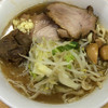 ラーメン二郎 - 料理写真:ラーメン 700円 麺半分・ヤサイ少なめ・ニンニク少なめ・漬けニンニクオン