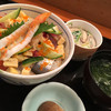魚いち - 料理写真:海鮮ぶつ切り丼800円