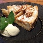 スラッシュカフェ - 林檎たっぷりのアップルパイ ¥650