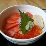 51296210 - いくらサーモン丼
