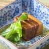 会席・ままや - 料理写真:定番のラフテー添えられているのはオオタニワタリ